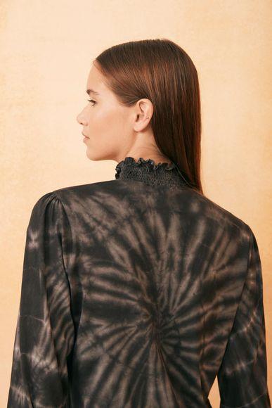 Playera-Collar-Batik-Rapsodia